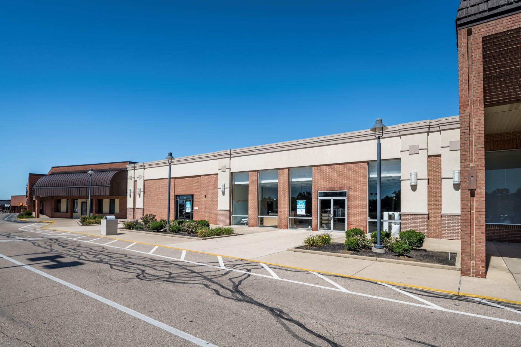 Cross Pointe Shopping Center - vacancies