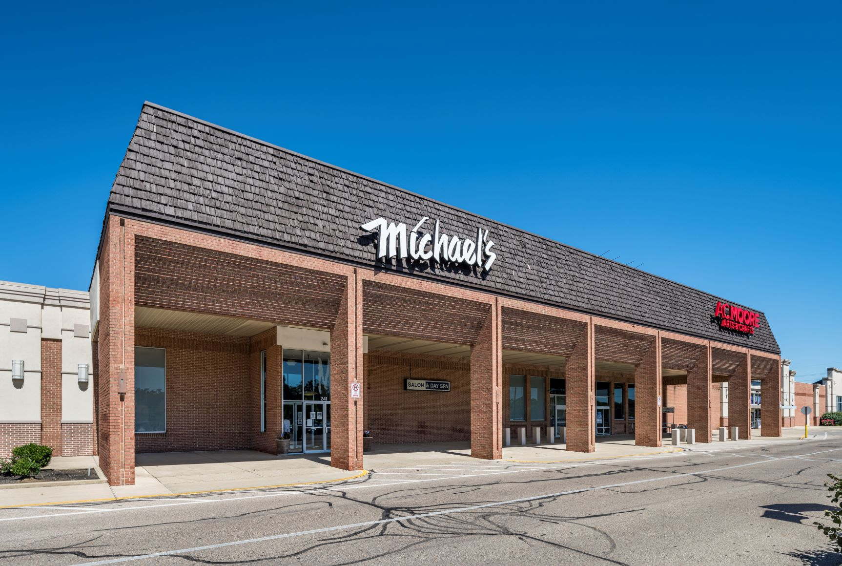 Cross Pointe Shopping Center - Michael's Day Spa