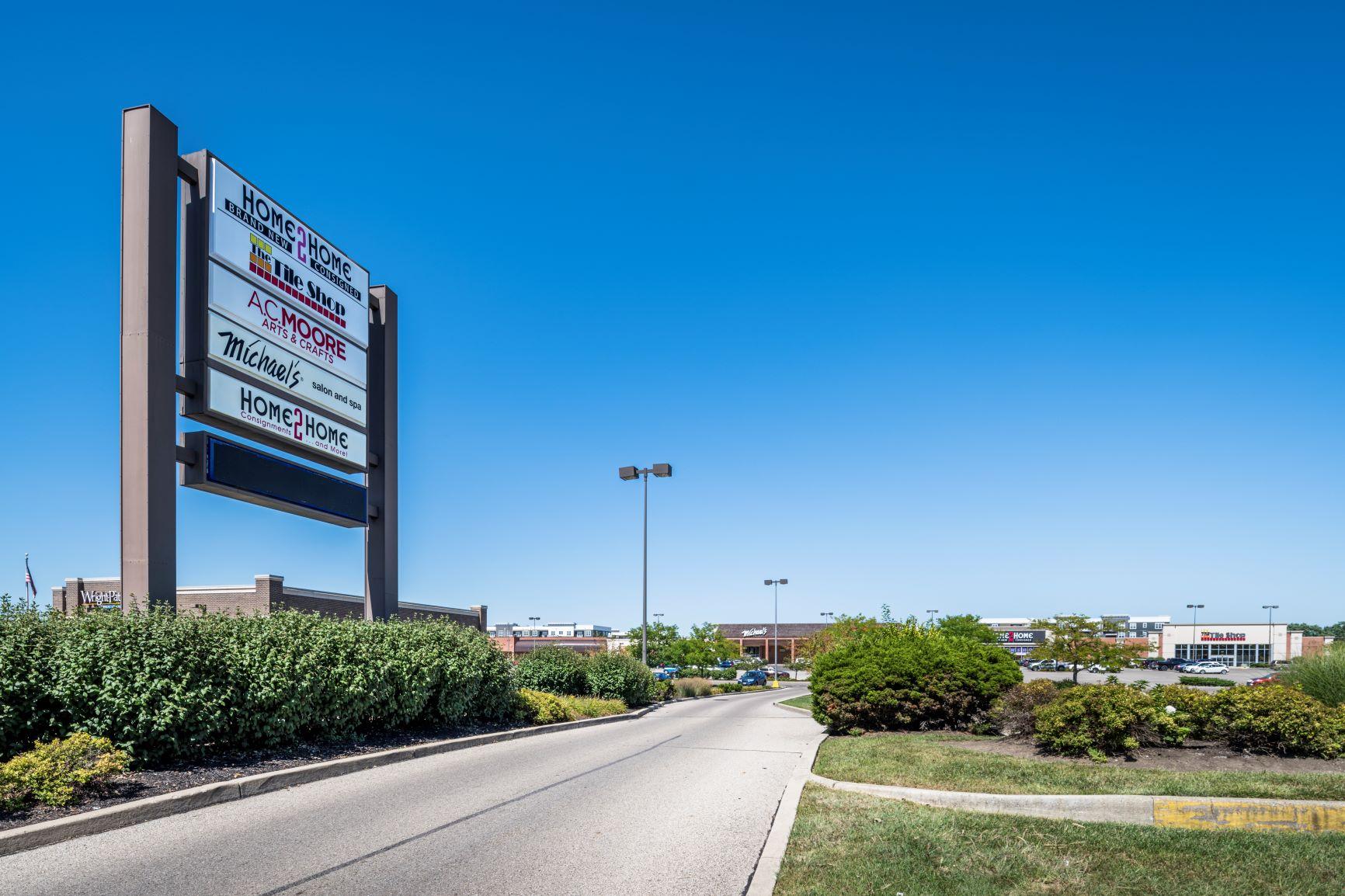 Cross Pointe Shopping Center - entrance