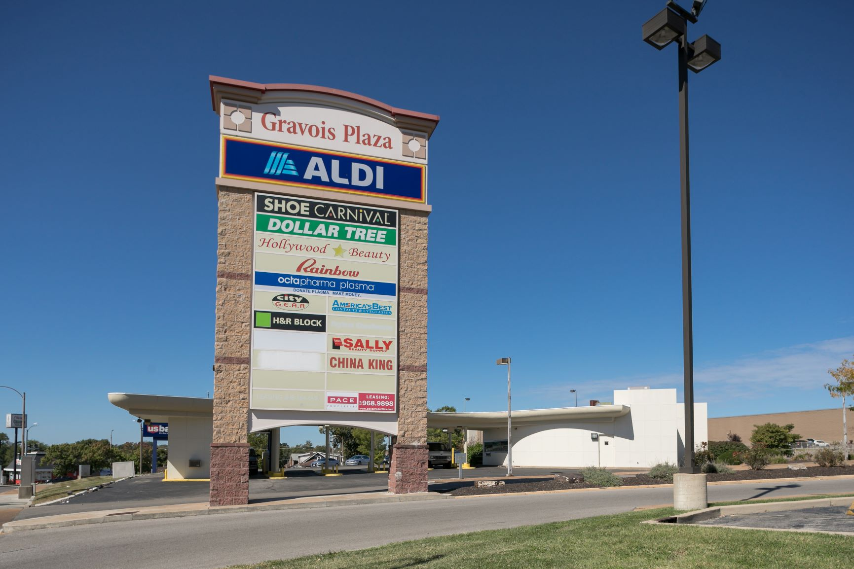 Gravois Plaza - sign