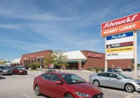 Ballwin Plaza - Schnuck's